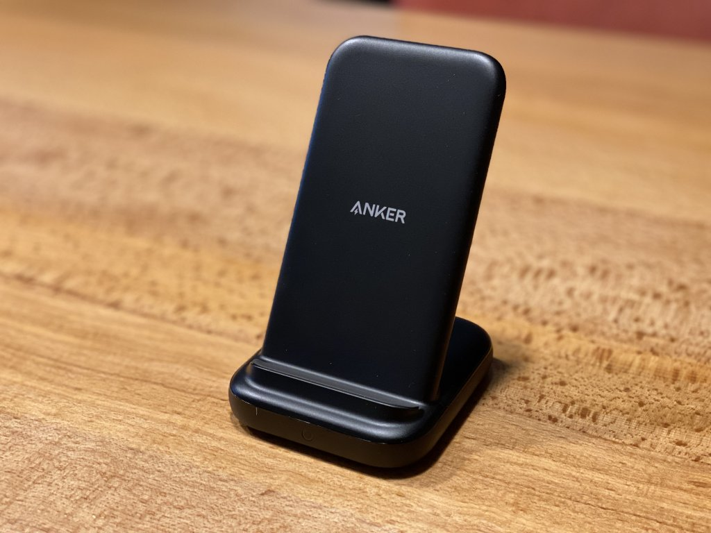 Anker PowerWave 10 Stand with 2 USB-A Ports 本体