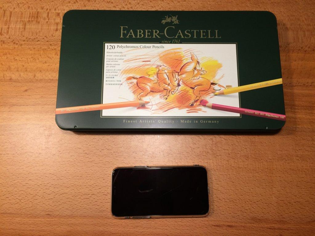 Faber-Castell ファーバーカステル ポリクロモス色鉛筆セット 120色 缶入 スマホと比較