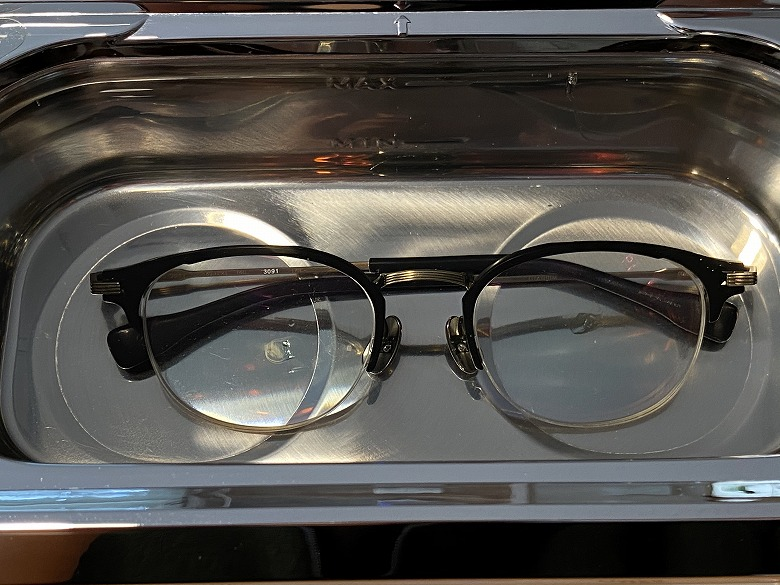 CITIZEN 超音波洗浄器 SWT710 メガネを洗浄槽に入れる