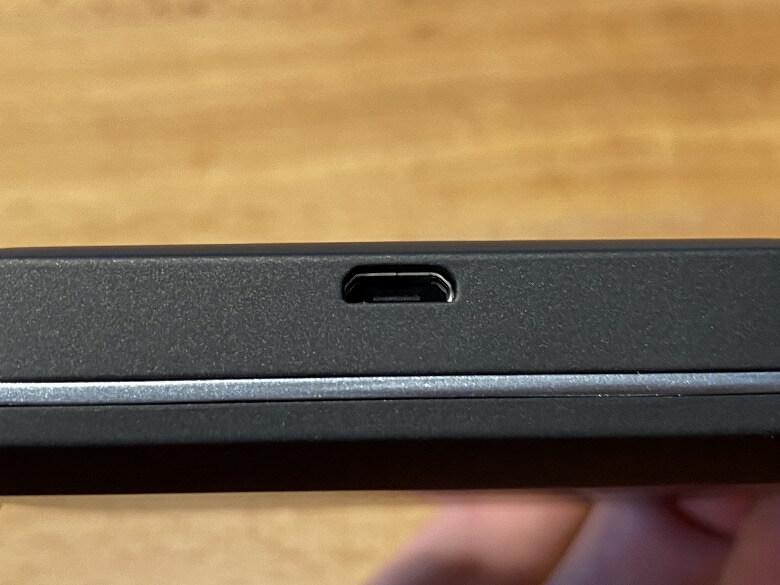 富士ソフト +F FS030W USBポート