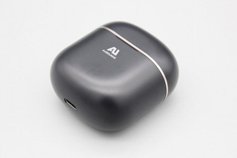 AU-Stream ANC 充電ケース外観