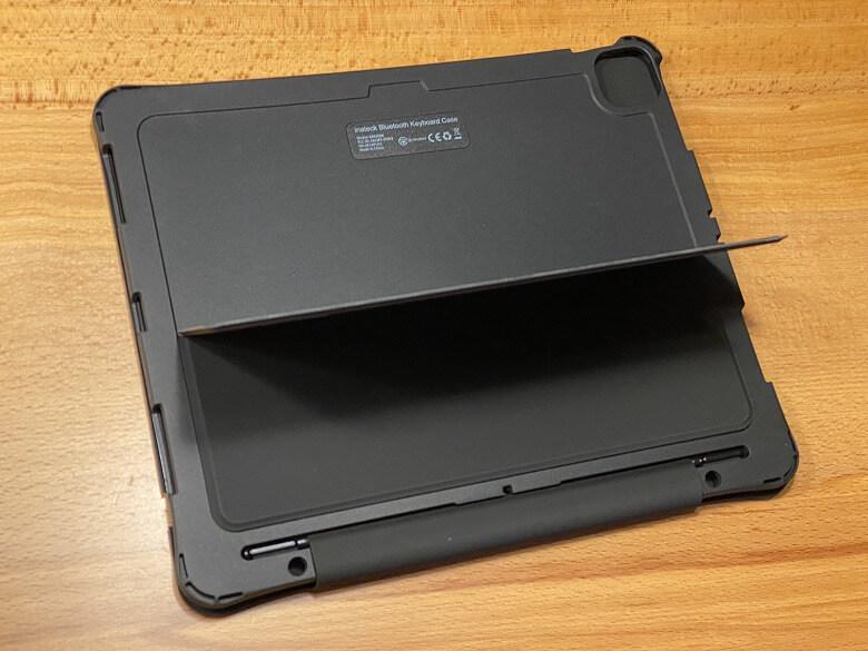 Inateck iPad Pro 12.9 スタンドを起こしたところ