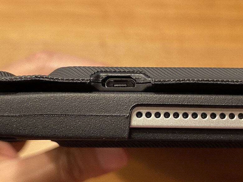 Inateck iPad Pro 12.9 Micro USBポート