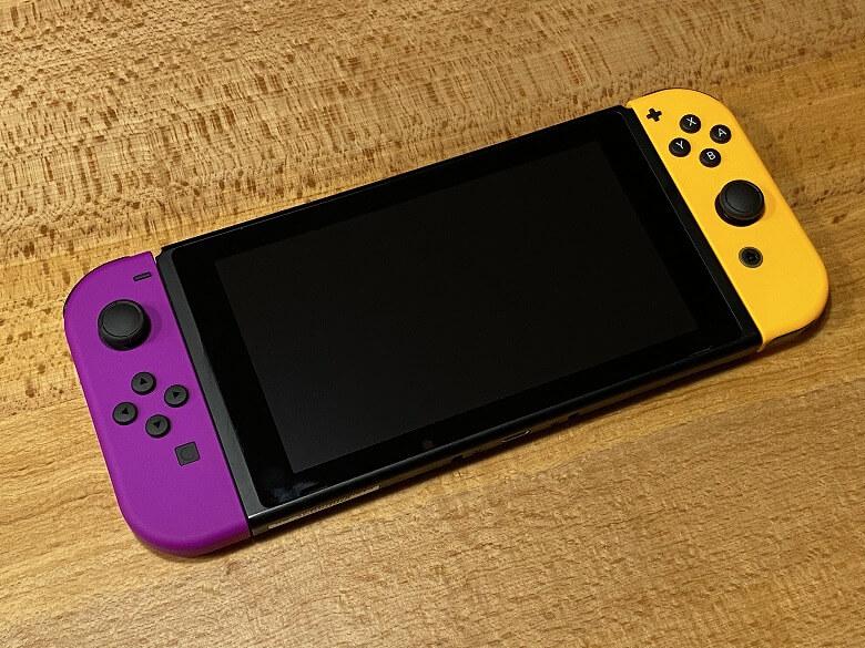 Joy-Con(L) ネオンパープル/(R) ネオンオレンジ Switchに取り付け