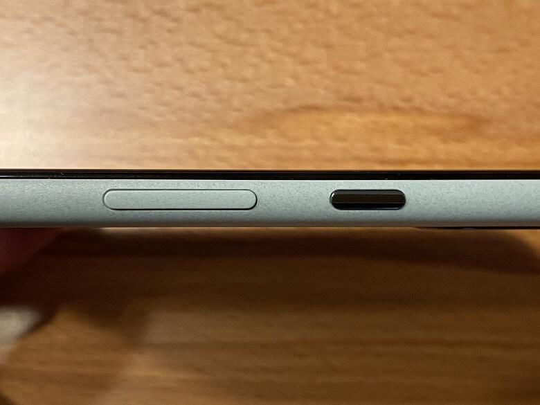 Google Pixel 5 電源ボタンと音量ボタン