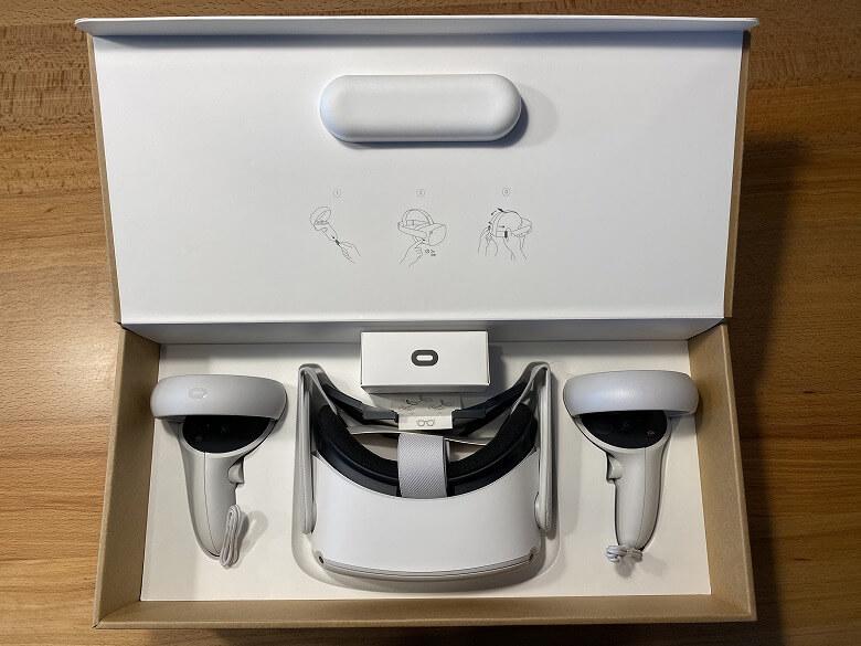 Oculus Quest 2 箱を開けたところ