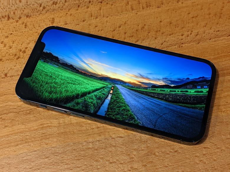 iPhone 12 Pro 狭いベゼル