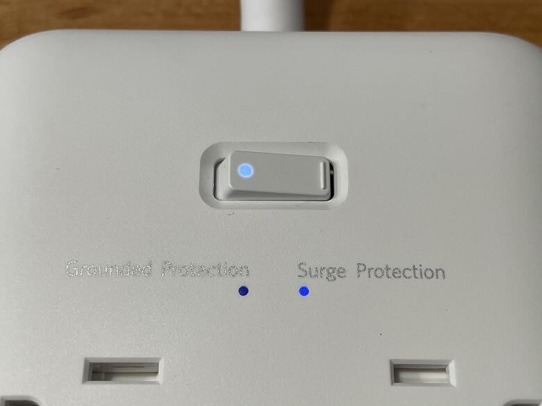 在宅勤務 Anker PowerPort Strip PD 6 電源スイッチ