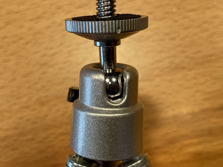 AKASO ミニビデオプロジェクター 三脚接合部