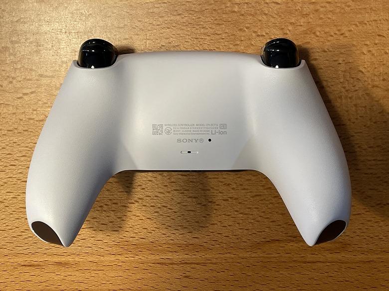 PlayStation 5 コントローラー裏面