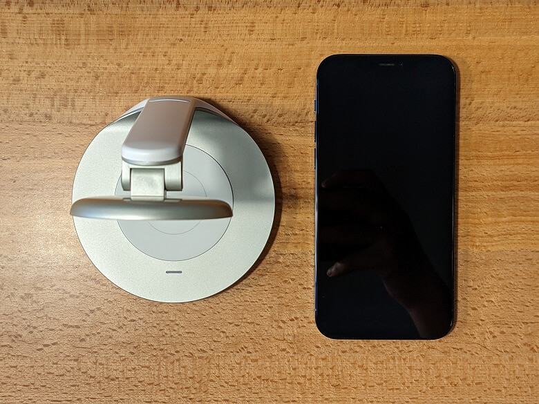 Anker PowerWave Magnetic 2-in-1 Stand スマホと比較