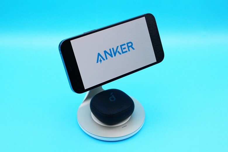 iPhoneと相性の良いおすすめのアクセサリー・周辺機器 Anker PowerWave Magnetic 2-in-1 Stand