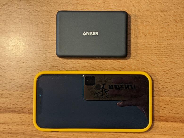 Anker PowerCore Magnetic 5000 スマホと比較