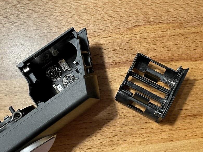 SADIOT LOCK 電池ホルダー取り外し