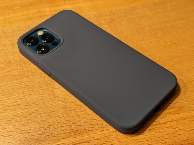 Anker Magnetic Silicone Case 装着時裏面