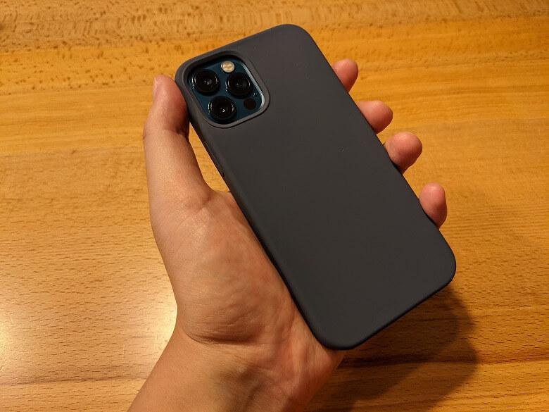 iPhoneと相性の良いおすすめのアクセサリー・周辺機器 Anker Magnetic Silicone Case 衝撃から保護