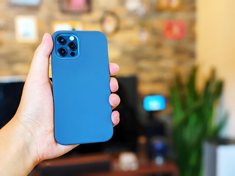 iPhoneアクセサリー Anker Magnetic Silicone Case