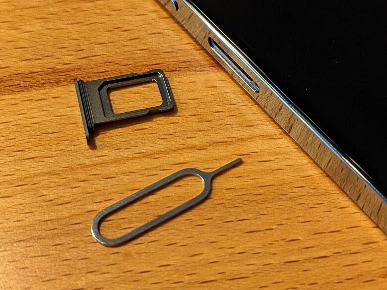 iPhone 13 Pro SIMトレイ開ける