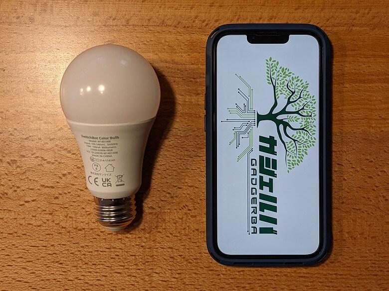 SwitchBotスマート電球 スマホと比較